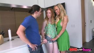 Brandi Love dans un trio avec un jeune couple