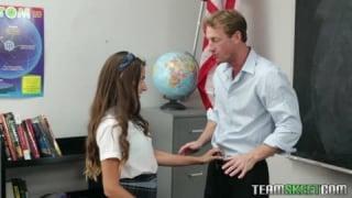 Je suis prof d'anglais et allemand et j'adore baisé des jeunes