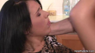 Katsumi ouvre son cul pour se faire baiser durement