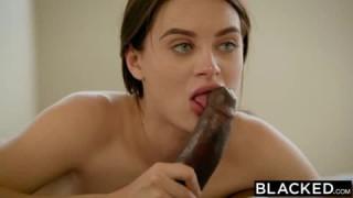 Le porno interracial du jour avec Lana Rhodes