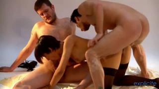Somptueuse Femme Arabe Baise avec deux mecs