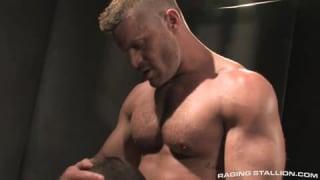 Sexe Gay dominant avec les deux DILF Donnie et Landon