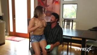 Jean Michaels espère profiter de Tnaflix en baisant sur la plage
